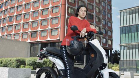 Η Peugeot Motocycles βάζει τα... ηλεκτρικά της