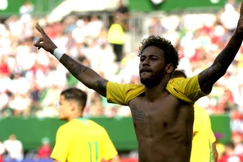 Brazil's Neymar celebrates after scoring his side's second goal during a friendly soccer match between Austria and Brazil at the Ernst Happel Stadium in Vienna, Austria, Sunday, June 10, 2018. (AP Photo/Ronald Zak)