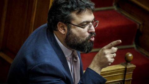 Ένταση και προσβολές στη Βουλή μεταξύ Βασιλειάδη - βουλευτών για Σαββίδη & ΠΑΟΚ