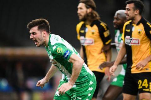 Ο Ιωαννίδης πανηγυρίζει το γκολ του στην αναμέτρηση του Παναθηναϊκού με την ΑΕΚ στο ΟΑΚΑ.