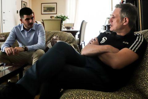 Ο Σπύρος Γκόντας στη διάρκεια της συνέντευξής του στο SPORT24