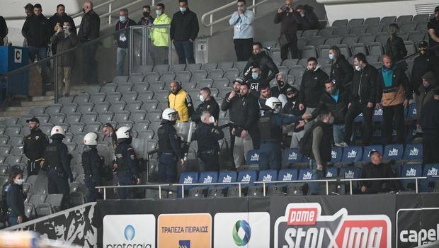 ΑΕΚ: Λαϊκό δικαστήριο σε γήπεδο από οπαδούς, σταμάτησαν τους παίκτες πριν τα αποδυτήρια (pics+videos)