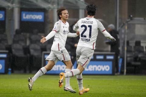 Οι Βινιάτο και Σοριάνο πανηγυρίζουν γκολ της Μπολόνια σε ματς πρωταθλήματος με την Ίντερ | 5 Δεκεμβρίου 2020