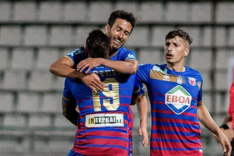 Οι παίκτες του Βόλου πανηγυρίζουν γκολ στα playouts της Super League Interwetten.