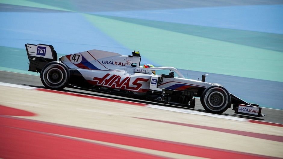 BAHRAIN INTERNATIONAL CIRCUIT, BAHRAIN - MARCH 12: Mick Schumacher, Haas VF-21 during the Bahrain March testing at Bahrain International Circuit on Friday March 12, 2021 in Sakhir, Bahrain. (Photo by Zak Mauger / LAT Images)