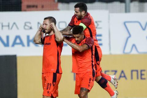 Οι παίκτες του ΠΑΟΚ πανηγυρίζουν το γκολ του Κούρτιτς