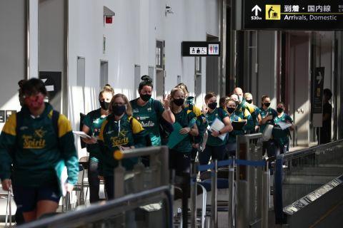 Η άφιξη της Εθνικής ομάδας σόφτμπολ της Αυστραλίας στο Τόκιο
