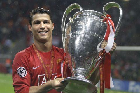 Ο Κριστιάνο Ρονάλντο με την κούπα του Champions League