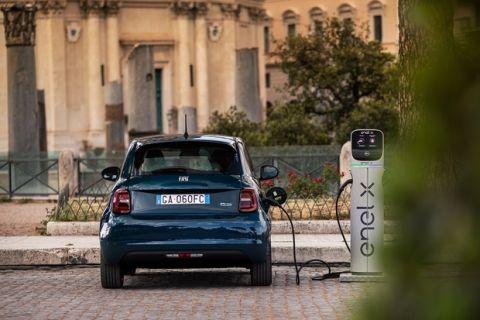 Στα 34.900 ευρώ το ηλεκτρικό, νέο Fiat 500