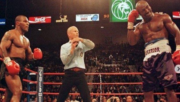 Όταν ο Tyson εκδικήθηκε τις κουτουλιές του Holyfield... κόβοντας αυτιά!