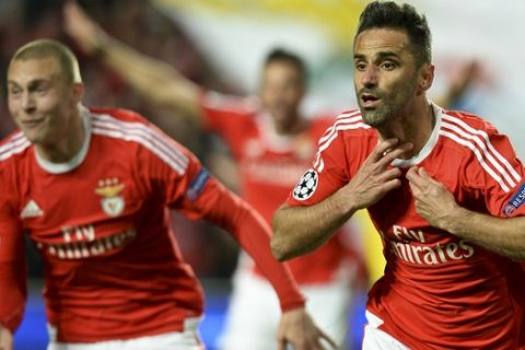 Benfica's Brazilian forward Jonas Oliveira (R) celebrates after scoring during the UEFA Champions League round of 16 football match SL Benfica vs FC Zenith Saint-Petersburg at the Luz stadium in Lisbon on February 16, 2016. / AFP / PATRICIA DE MELO MOREIRA        (Photo credit should read PATRICIA DE MELO MOREIRA/AFP/Getty Images)