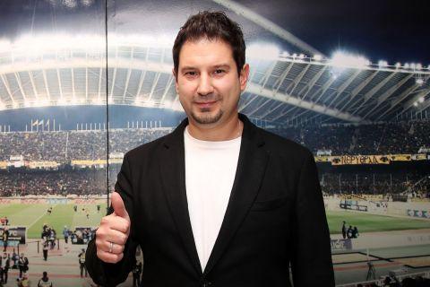Ο Αργύρης Γιαννίκης κατά την παρουσίασή του στην ΑΕΚ