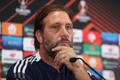 Ο προπονητής του Ολυμπιακού, Πέδρο Μαρτίνς, στη συνέντευξη Τύπου του αγώνα με τη Φενέρμπαχτσε για τη φάση των ομίλων του Europa League 2021-2022, Κωνσταντινούπολη | Τετάρτη 29 Σεπτεμβρίου 2021