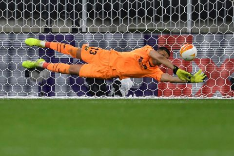 Villareal's goalkeeper Geronimo Rulli saves the penalty shot by Manchester United's goalkeeper David de Gea during the Europa League final soccer match between Manchester United and Villarreal in Gdansk, Poland, Wednesday May 26, 2021. (Adam Warzawa, Pool via AP)