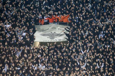 Φίλαθλοι του ΠΑΟΚ σε στιγμιότυπο της αναμέτρησης με τον Ολυμπιακό για το Κύπελλο Ελλάδας 2019-2020 στο γήπεδο της Τούμπας | Τετάρτη 4 Μαρτίου 2020
