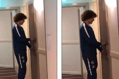 Τσέλσι: Ο Νταβίντ Λουίζ κλειδώθηκε έξω από το δωμάτιό του σε ξενοδοχείο (VIDEO)