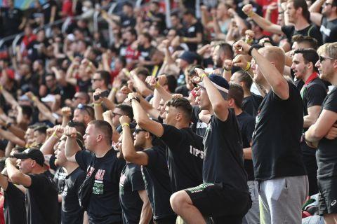 Οι οπαδοί της Ουγγαρίας δίνουν δυναμικό παρών στην Πούσκας Αρένα για το ματς της πρεμιέρας του Euro 2020 απέναντι στην Πορτογαλία