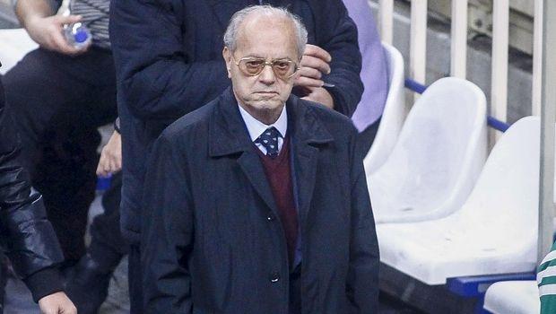 Έξαλλος ο Θανάσης Γιαννακόπουλος, πήγε στον πάγκο για συστάσεις!