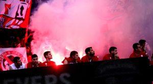 Ολυμπιακός – Προμηθέας: Κροτίδες και καπνογόνα στο ΣΕΦ (VIDEOS)