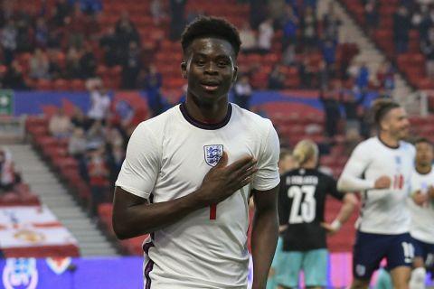Ο Σακά πανηγυρίζει μετά το 1-0 στο φιλικό της Αγγλίας με την Αυστρία /2-6-2021