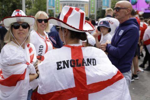 Οι οπαδοί της εθνικής Αγγλίας συγκεντρώνονται στο Γουέμπλεϊ πριν από τον τελικό του Euro 2020 κόντρα στην Ιταλία | 11 Ιουλίου 2021