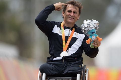"""Italy's silver medalist Alessandro """"Alex"""" Zanardi poses for photos during the medal ceremony for the men's road race H5 hand-cycling event, during the Paralympics Games, in Rio de Janeiro, Brazil, Thursday, Sept. 15, 2016. (AP Photo/Mauro Pimentel)"""