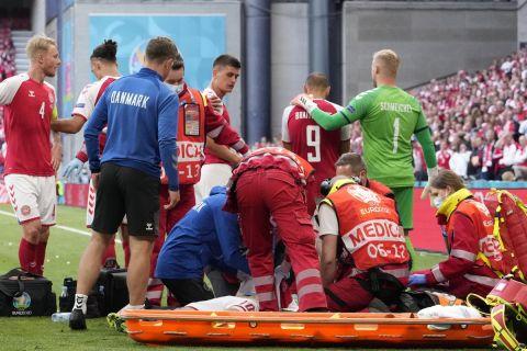 Οι παίκτες της Εθνικής Δανίας μετά την κατάρρευση του Κρίστιαν Έρικσεν στο Δανία - Φινλανδία