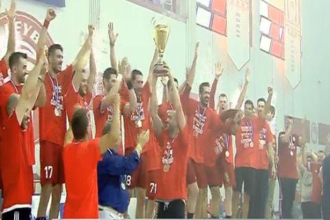 VIDEO: Η απονομή του ιστορικού πρωταθλήματος στον Ολυμπιακό