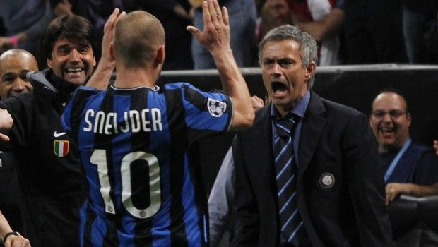 Inter Milan Dutch midfielder Wesley Sneijder celebrates with Inter Milan coach Jose Mourinho, of Portugal,  after Argentine forward Diego Milito scored during a Champions League semifinal first leg soccer match between Inter Milan and Barcelona at the San Siro stadium in Milan, Italy, Tuesday, April 20, 2010. (AP Photo/Luca Bruno)