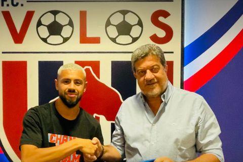 Ο Πάολο Φερνάντες κατά την υπογράφη του στην ομάδα του Βόλου | 29 Ιουνίου 2021