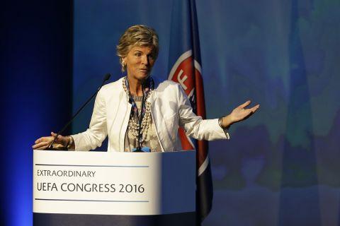 Το μέλος του συνεδρίου της UEFA και της εκτελεστικής επιτροπής της FIFA, Εβελίνα Κρίστιλιν, κατά τη διάρκεια ομιλίας της στην Αθήνα (14  Σεπτεμβρίου 2016)