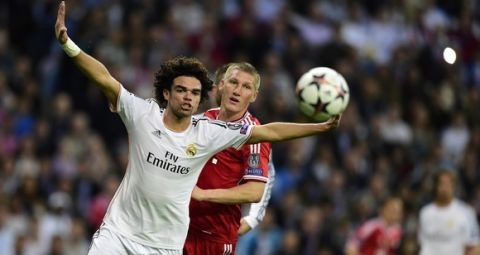 Real Madrid's Portuguese defender Pepe (L) vies with Bayern Munich's midfielder Bastian Schweinsteiger during the UEFA Champions League semifinal first leg football match Real Madrid CF vs FC Bayern Munchen at the Santiago Bernabeu stadium in Madrid on April 23, 2014.   AFP PHOTO/ JAVIER SORIANO        (Photo credit should read JAVIER SORIANO/AFP/Getty Images)