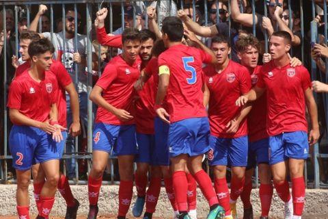 Οι πανηγυρισμοί των παικτών του Πανιωνίου στον αγώνα με τον Πανναξιακό για την πρεμιέρα της Γ' Εθνικής