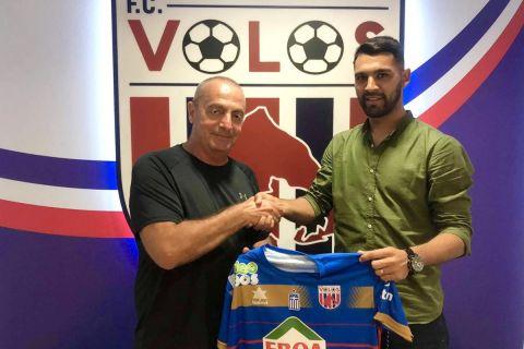Ο Ρομέρο κατά την υπογραφή του στην ομάδα του Βόλου | 4 Ιουλίου 2021