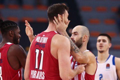 Ο Μιλουτίνοβ μαζί με τον Σπανούλη