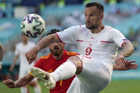 Ο Χάρις Σεφέροβιτς με τη φανέλα της Ελβετίας στην αναμέτρηση κόντρα στην Ουαλία για την πρεμιέρα του Euro 2020 (12 Ιουνίου 2021)