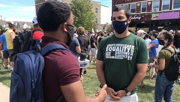 Μιλγουόκι Μπακς: Στην πρώτη γραμμή των διαδηλώσεων ο Άλεξ Λάσρι