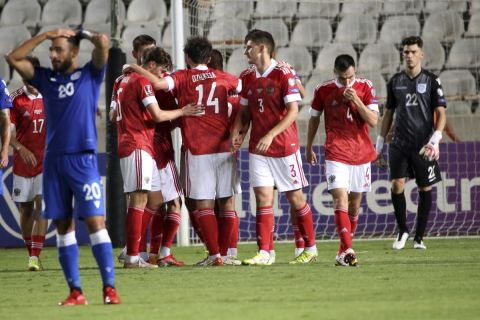 Οι παίκτες της Ρωσίας πανηγυρίζουν γκολ που σημείωσαν κόντρα στην Κύπρο για τη φάση των προκριματικών ομίλων του Παγκοσμίου Κυπέλλου 2022 στο ΓΣΠ, Λευκωσία   Σάββατο 4 Σεπτεμβρίου 2021
