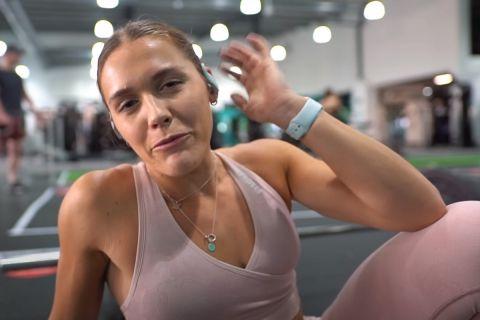 Η Youtube, Λούσι Ντέιβις, έβγαλε το πρόγραμμα γυμναστικής του Rock