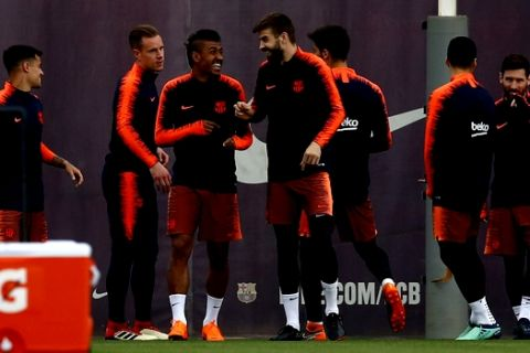 From left to right: FC Barcelona's Coutinho, Marc-Andre ter Stegen, Paulinho, Gerard Pique, Andre Gomes, Luis Suarez and Lionel Messi take part in a training session at the Sports Center FC Barcelona Joan Gamper in Sant Joan Despi, Monday, April 16, 2018. Celta Vigo will play against FC Barcelona in a Spanish La Liga soccer match on Tuesday. (AP Photo/Manu Fernandez)