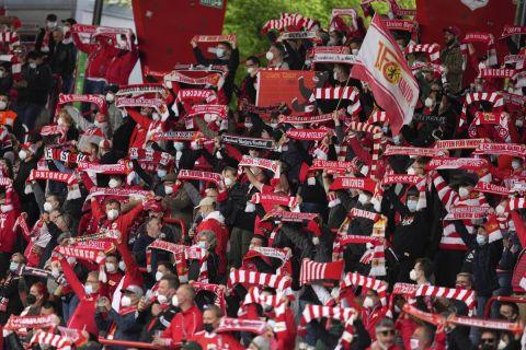 Οπαδοί της Ουνιόν Βερολίνου σε ματς κόντρα στην Λειψία | 22 Μαΐου 2021