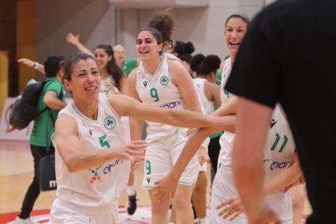 Οι μπασκετμπολίστριες του Παναθηναϊκού πανηγυρίζουν την κατάκτηση του πρωταθλήματος στο ΣΕΦ (24/5/2021)