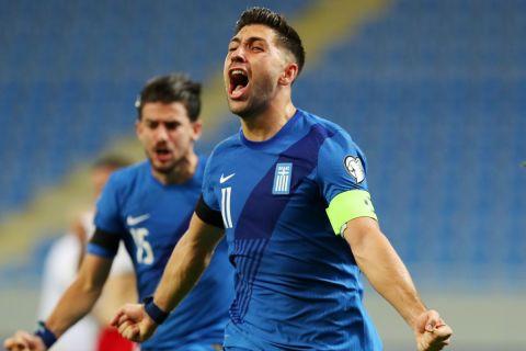Ο Μπακασέτας πανηγυρίζει γκολ του στο παιχνίδι της Ελλάδας με τη Γεωργία