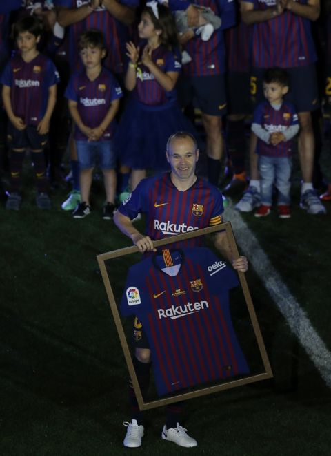 FC Barcelona's Andres Iniesta holds a FC Barcelona's jersey after the Spanish La Liga soccer match between FC Barcelona and Real Sociedad at the Camp Nou stadium in Barcelona, Spain, Sunday, May 20, 2018. (AP Photo/Manu Fernandez)
