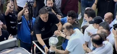 Έκλαψε ο Παπαδόπουλος για τον Γκέραρντ, κι άφησε το Κύπελλο στη θέση του Ολλανδού