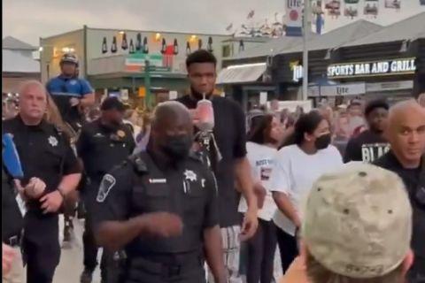 Αντετοκούνμπο: Βόλτα στο Wisconsin State Fair με τη συνοδεία της αστυνομίας