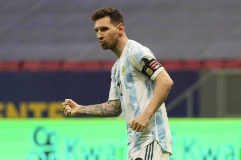 Ο Μέσι πανηγυρίζει το γκολ του κόντρα στην Κολομβία στον ημιτελικό του Copa America