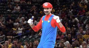 """Πέισερς: Τρέλανε κόσμο ο Μπιτάτζε, χορεύοντας ως """"Σούπερ Μάριο""""!"""