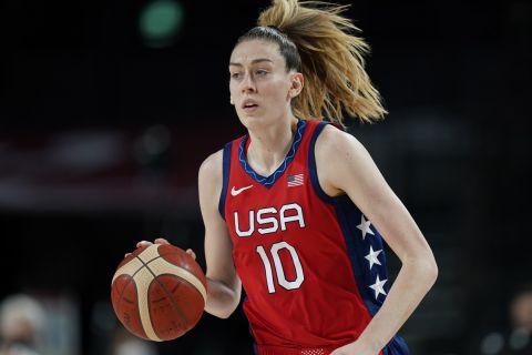Η Μπριάνα Στιούαρτ με τη φανέλα των ΗΠΑ στους Ολυμπιακούς Αγώνες του Τόκιο