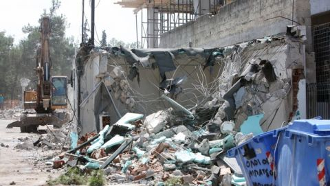 PHOTOS: Άρχισε το γκρέμισμα των αυθαιρέτων στο Άλσος της Νέας Φιλαδέλφειας